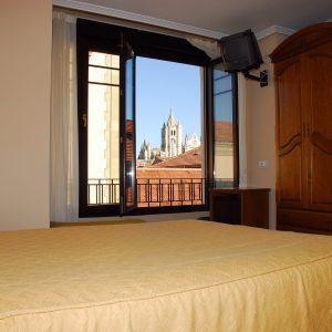 habitacion cama matrimonio-min